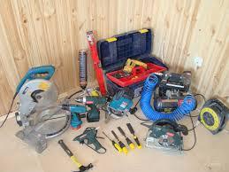 Фото профессиональных инструментов для установки двери.