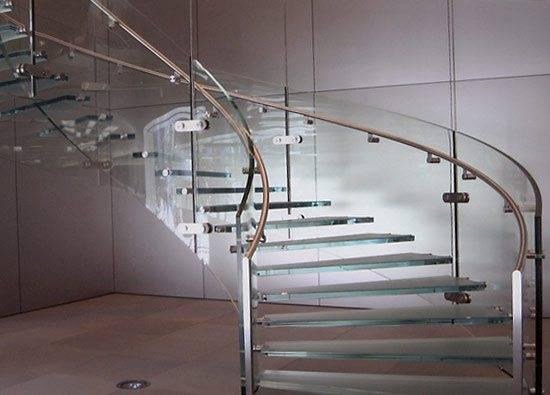 Фото стеклянной конструкции - недешево, но красиво