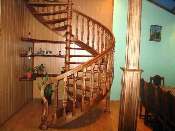 Фото винтовой лестницы из дерева