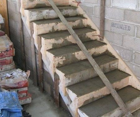 Готовая лестница без финишной отделки.