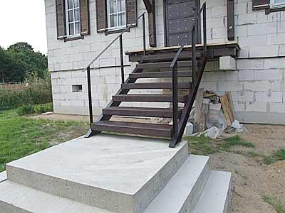 Готовая лестница, прошедшая дополнительную обработку.