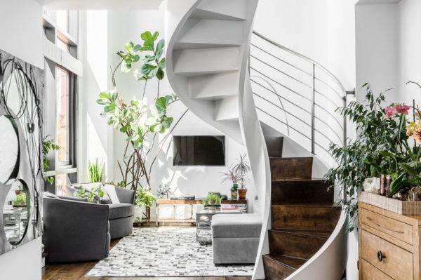 Лестница как основная идея в интерьере