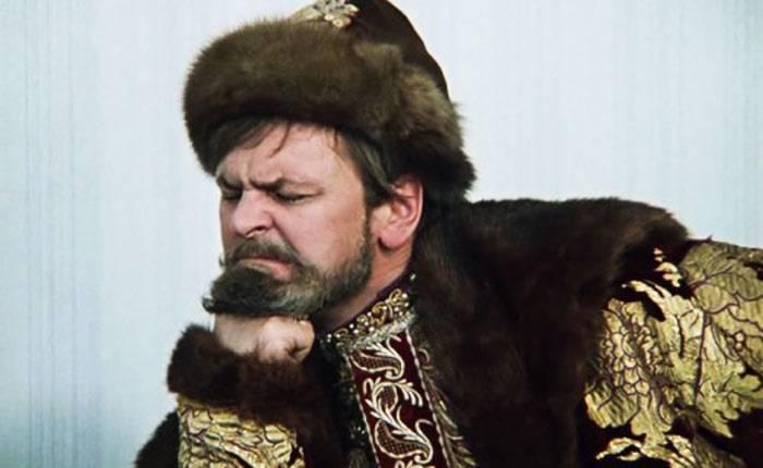 Иван Васильевич задумался