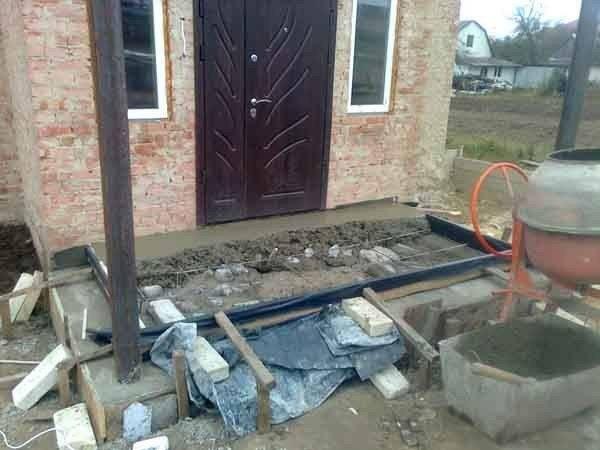 Как правильно залить крыльцо дома с помощью бетономешалки