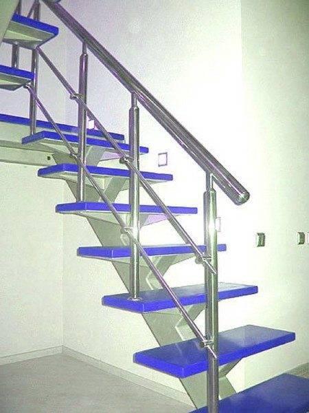 Как спроектировать лестницу на одном косоуре во многом означает точное проектирование самого косоура, дальнейшая работа со ступеньками уже трудностей не вызывает