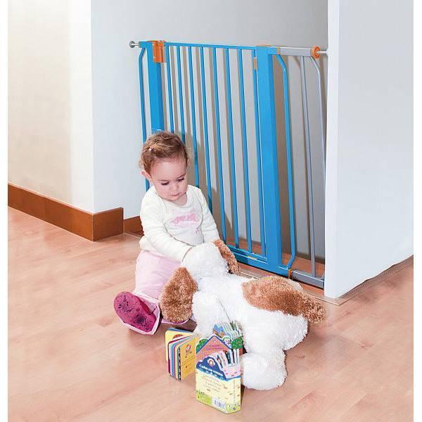 Калитка для лестницы от детей позволяет оградить ребенка от опасности падения.