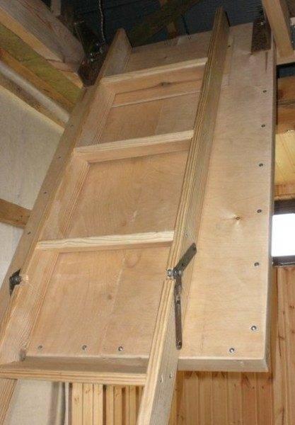 Карточные петли можно заменить на специальными мебельные крепления, устанавливаемые к боковой поверхности косоура
