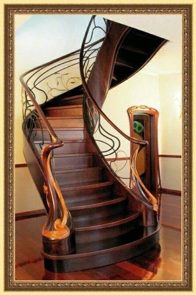 Казалось бы, дерево и направление «модерн» несовместимы, однако, эта лестница говорит об обратном.