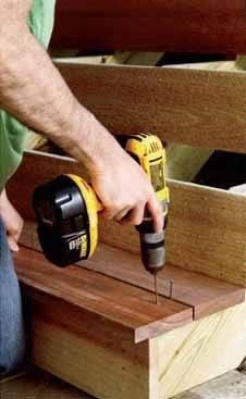 Когда до мелочей продумана конструкция, подготовлены все комплектующие и смоделировано их расположение, начинается настоящая работа, когда строительство деревянных лестниц превращается в сборку конструктора