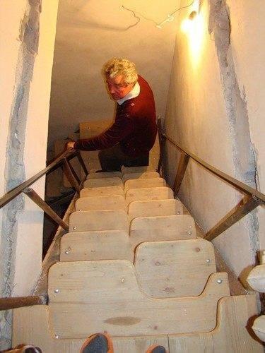 Компактная лестница «гусиный шаг»