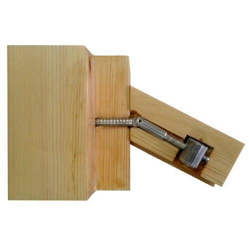 Крепление балясины металлической стяжкой в разрезе