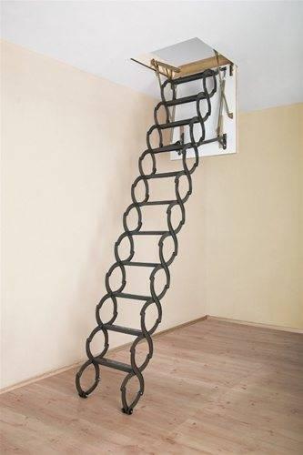 Лестница-гармошка в разложенном виде