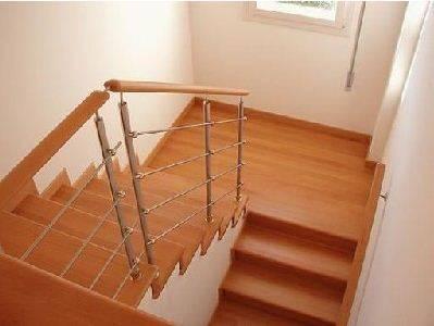 Двухмаршевая лестница в современном стиле