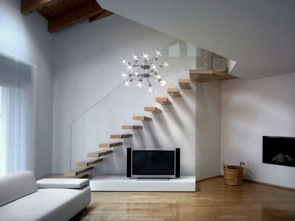 Лестничное пространство должно быть красивым и светлым, чтобы каждый раз, спускаясь или поднимаясь, члены семьи получали удовольствие от пройденного пути