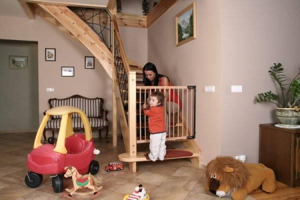 Лестничные ворота – верный способ обезопасить вашего ребенка.