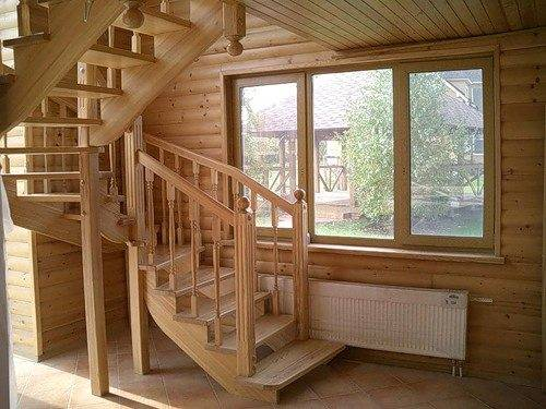 Лестница есть практически в каждом доме, даже в одноэтажных домах она существует для того, чтобы забраться на чердак