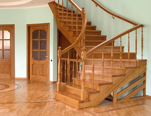 Лестница из дуба подчеркивает ваш статус и, как минимум, является украшением в доме