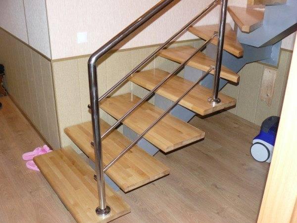 Что собой представляет лестница на металлическом косоуре