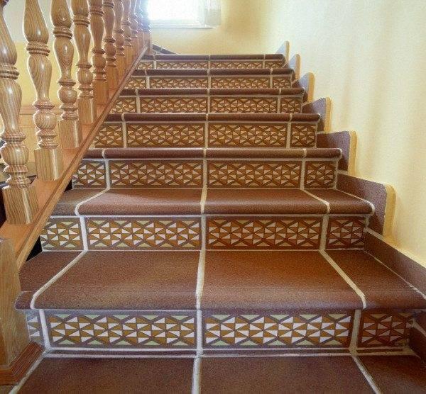 Лестница, облицованная керамогранитом