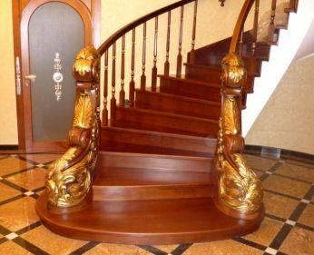 Лестница с элементами художественной резьбы