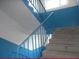 Лестница в подъезде многоэтажного дома