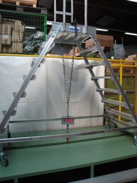Лестница выдерживает нагрузку более 500 кг