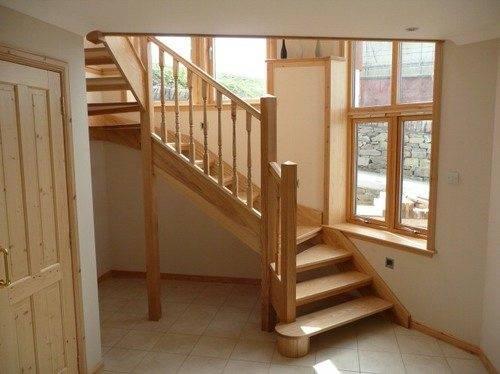 Лестница, выполненная из ясеня