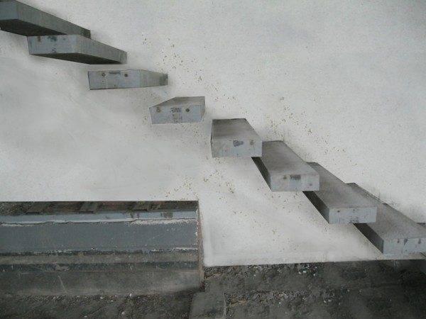 Любительское фото бетонной конструкции смонтированной при изготовлении стены