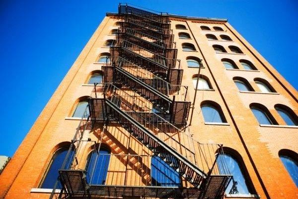 Маршевая лестница с параллельными пролетами.