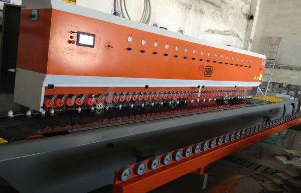 Машина для полировки мрамора в заводских условиях.