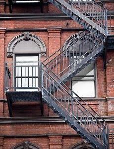 Металлическая пожарная лестница