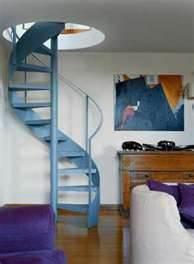 Металлическая винтовая лестница.