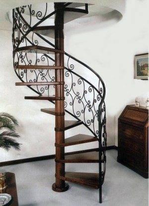 Модель винтовой металлической лестницы с ажурным ограждением перил