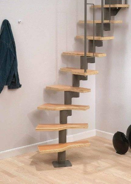 Модульная лестница Graz Dolle, действительно, похожа на игрушку, и очень популярную, хотя предложить такой угол наклона, как на фото, рекомендовать не можем, о безопасности забывать никогда не стоит