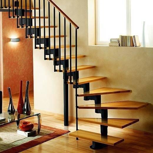 Модульная лестница, которую часто путают с консолями из-за близкого расположения к стене, хотя ее элементы не имеют с ней точек фиксации