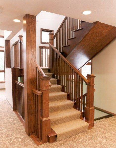 На фото - маршевая лестница с поворотом 180 градусов