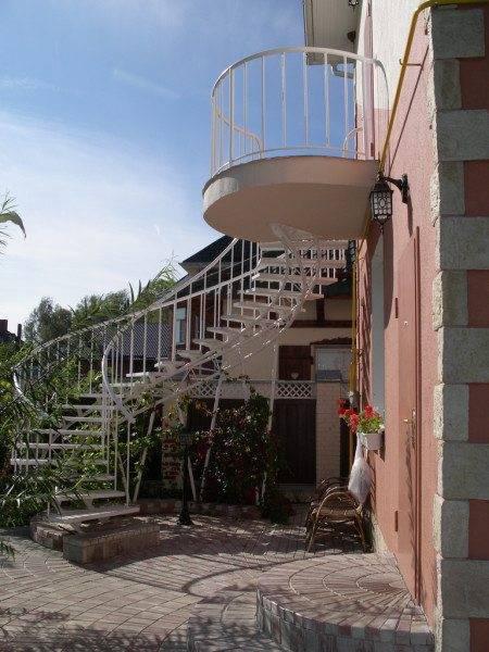 Насколько сложна в изготовлении лестница на чердак