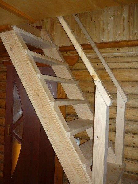На фото – деревянная маршевая лестница.
