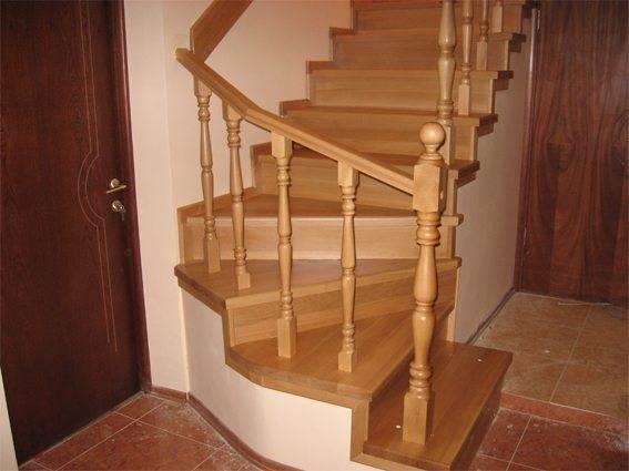 На фото – лестничная конструкция с забежными ступенями у основания