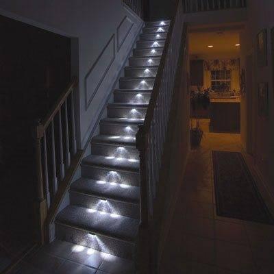 На фото – пример локальных светильников, смонтированных под ступеньками. Очень интересный световой эффект!