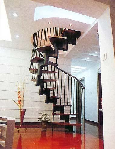 На фото модульная конструкция, которая позволяет достаточно тонко подстраивать лестницу под особенности конкретного интерьера.