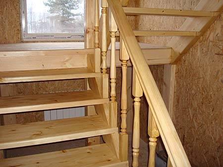 На фото пример деревянной лестницы, изготовленной самостоятельно.