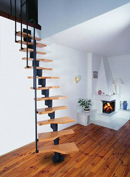 На фото пример особо опасной лестницы.