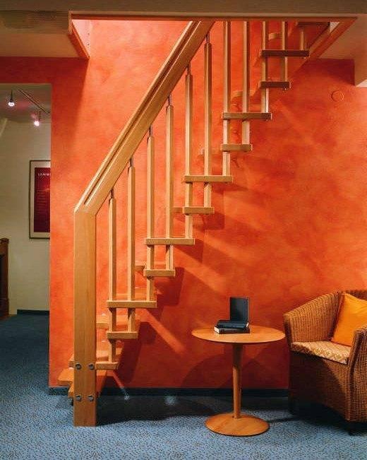Небольшая лестница занимает совсем мало места