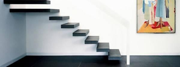 Некоторые модели лестниц на больцах представляются опасными даже для взрослых.