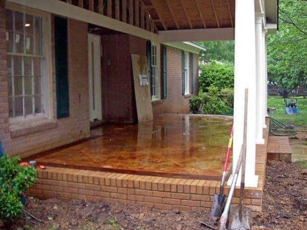 Некоторые владельцы домов делают данную конструкцию довольно широкой, но специалисты в таких случаях рекомендуют изготавливать полноценные террасы