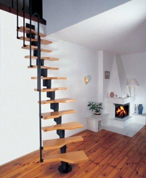 Нельзя назвать, что данная лестница спроектирована хорошо, хотя слишком большая крутизна может быть оправдана чисто служебным назначением созданного