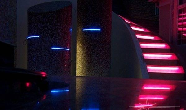 Неоновая подсветка – новое веяние моды
