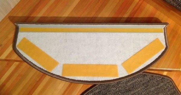 Обратная сторона коврика – ступеньки.