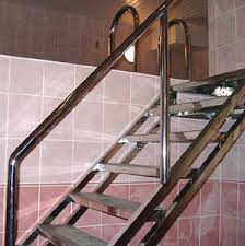 Один из вариантов использования конструкции в помещении, в бассейне
